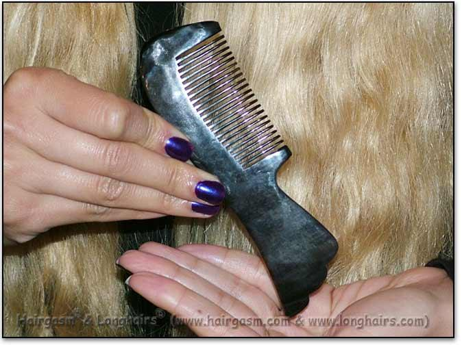 "Scritchers LONGHAIRS® HAIRGASM® Birdtail 5"" Stimulating Ox-Horn Comb"